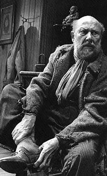 Donald Pleasence in the 1991 London revival of Harold Pinter's THE CARETAKER
